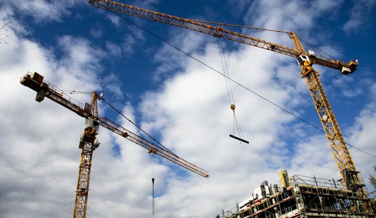 Stavebním podnikům v kraji stoupla výroba o 14 procent. Koronavirová krize se jich moc nedotkla