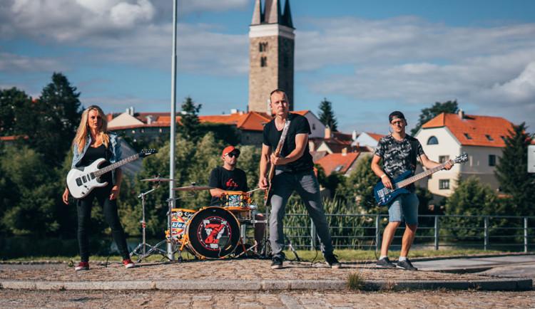 VIDEO: Zpívající hasič Jurič Pařil plánuje vydat první CD. Příští rok chce koncertovat v Telči