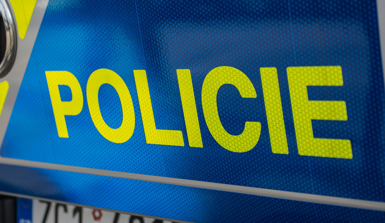 Tragická nehoda na Žďársku. Po nárazu do stromu vyhasl život šestačtyřicetiletého řidiče