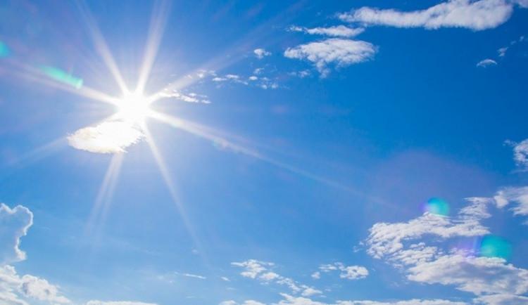 POČASÍ NA NEDĚLI: Skoro jasná obloha po většinu dne, teploty do 27 stupňů