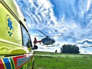 Řidič v osobním autě zavadil o cyklistu. Toho dopravil vrtulník do brněnské nemocnice