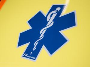 Tragická nehoda u Nového Rychnova. O život přišel osmnáctiletý řidič, dvě osoby jsou zraněné