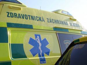 Na D1 se srazil autobus s osobákem. Sanitka odvezla dva zraněné do nemocnice