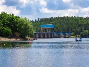 Tragédie v Dalešické přehradě. Po skoku ze skály do vody utonul čtyřiadvacetiletý muž