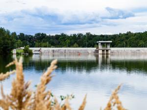 KOUPÁNÍ NA VYSOČINĚ: Zákaz platí jen v Kachličce. Nevhodnou vodu má i Trnávka