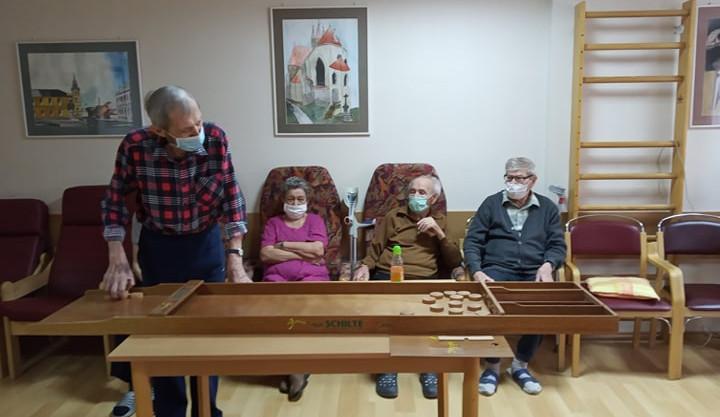 S provozem humpoleckého domova pro seniory ode dneška pomáhá 15 vojáků. Covid tam má 23 klientů a 19 pracovníků