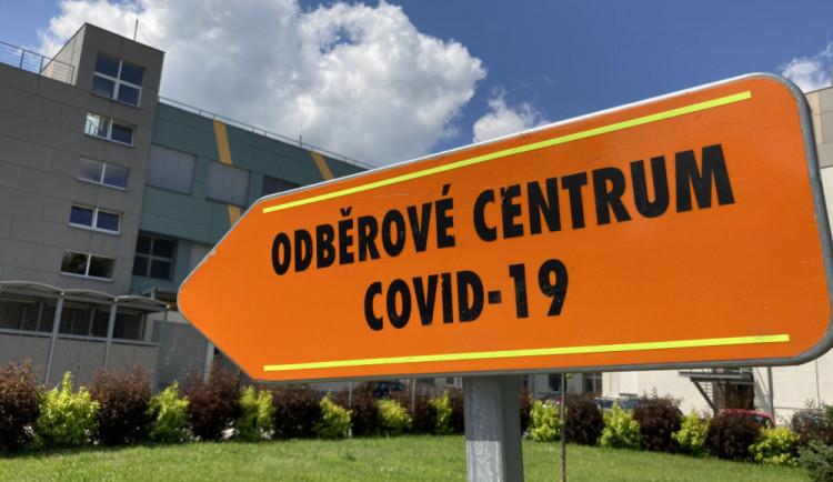 V kraji přibylo 147 případů covidu, masivně je v rodinách. Kapacity nemocnic se blíží k naplnění
