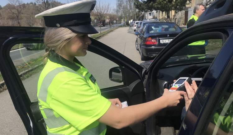 Řidič v Třešti měl pozitivní test na amfetamin. Lékařské vyšetření odmítl