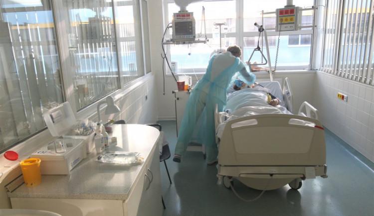 Devět pacientů jihlavské nemocnice je napojeno na plicní ventilaci. Lidé stále mohou finančně pomáhat