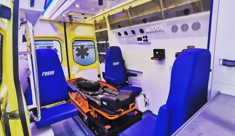 Krajští záchranáři mají novou XXL sanitku. Převeze pacienty s váhou přes 200 kilo
