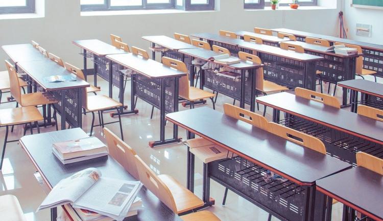 V uzavření prvních stupňů ZŠ vidí školy v kraji komplikaci. Nejhorší to asi bude pro prvňáčky, shodují se