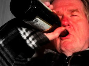 Agresivní opilec se povaloval v obchodě v Kollárově ulici. Naměřili mu 3,21 promile