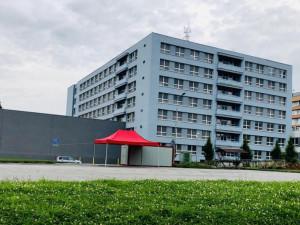 Jihlavská nemocnice vzkazuje: Pokud nemusíte, tak sem nevstupujte. Byla zřízena speciální linka