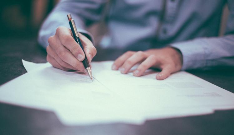 V pondělí se podepíše krajská koaliční smlouva. Jak si strany rozdělily jednotlivé posty?