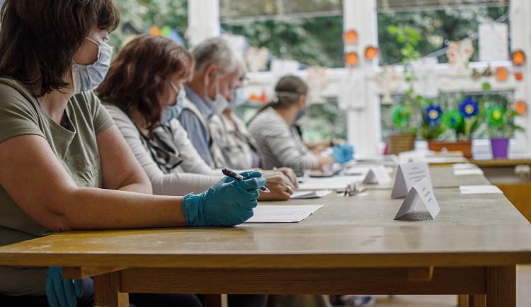 Členové okrskových volebních komisí na Vysočině zatím nedostanou své odměny