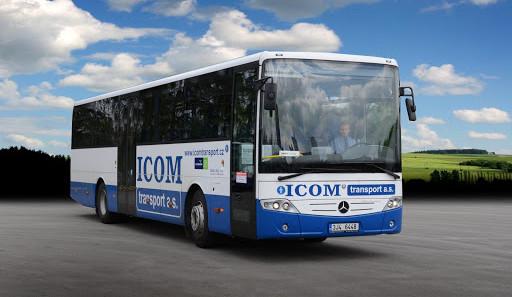 Z brtnického náměstí zmizel linkový autobus, našel se havarovaný na okraji Jihlavy. Policie hledá svědky