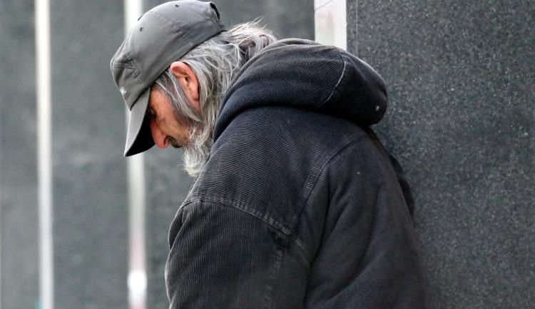 Bezdomovec s koronavirem odešel z izolace v jihlavském azylovém domě. Za šíření nemoci mu hrozí až 8 let za mřížemi