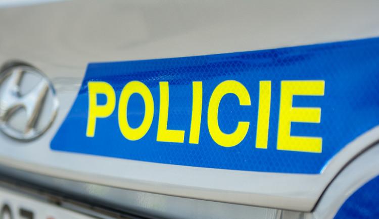 Cizinec mlátil před jihlavskou ubytovnou druhého muže, je podezřelý ze dvou trestných činů