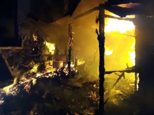 V Jihlavě dnes ráno hořela chata. Během tohoto víkendu jde o třetí podobný požár na Vysočině