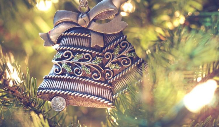 Také ve Ždáru bude rozsvícení stromu bez veřejnosti. Lidé mohou během adventu rozsvítit za okny svíčku