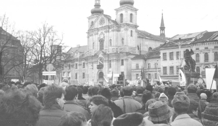 FOTO: Revoluční plamen se v roce 1989 rozhořel o týden později než v Praze