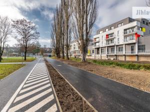 FOTO: Jihlava má další hotovou cyklostezku. Její součástí je nová lávka přes Jihlávku