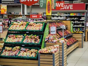 AKTUÁLNĚ: Vláda chce prodloužit nouzový stav, omezila počet lidí v obchodech