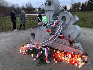 """Jihlavané vzpomínali na sametovou revoluci u památníku """"klíčů"""""""