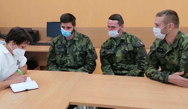 Vojáci opět pomáhají. Dnes se zapojili do provozu tří zařízení na Vysočině