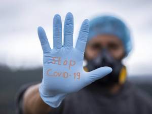 Za týden v kraji onemocnělo koronavirem 2857 lidí, 48 zemřelo. Hygienici se bojí návratu dětí do škol