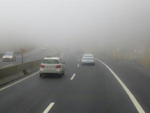 Na silnicích Vysočiny místy namrzá mlha. V terénu bylo v noci 70 sypačů