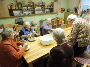 Domovy důchodců v kraji jsou pro obnovení návštěv. Seniorům chybí kontakt s blízkými