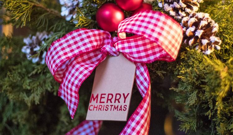 Zloděj ukradl vánoční výzdobu před rodinným domem. Škoda je skoro 5 tisíc korun