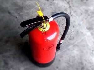 Žena v Jihlavě včera zkoušela uhasit požár v bytě. Dnes ji hasiči našli ležet na podlaze