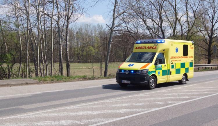 Chodkyně nepřežila střet s osobním autem. Průběh nehody zjišťují policisté