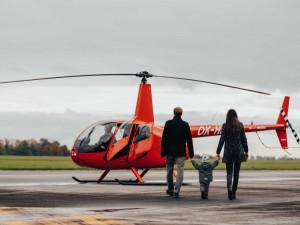 Proletět se vrtulníkem nebylo nikdy jednodušší. Projekt Rozlétejme Česko právě startuje