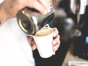Vláda nově zakázala prodej kávy s sebou