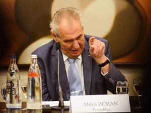 Netradiční sázky: Zeman přestane kouřit, Ledecká vyhraje v šipkách