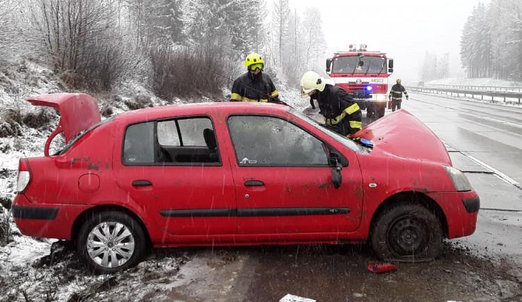 Jeden člověk se zranil během dopolední nehody na D1. Zásah stále probíhá