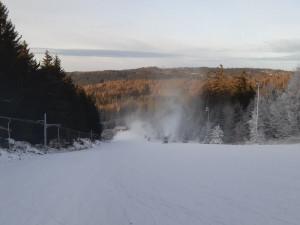 Provozovatelé sjezdovky Čeřínek budou tahat lyžaře skútrem. Nutná bude rezervace