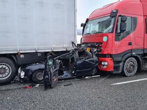 U Štoků dva kamiony slisovaly osobák, jeho řidička však vyvázla téměř bez zranění