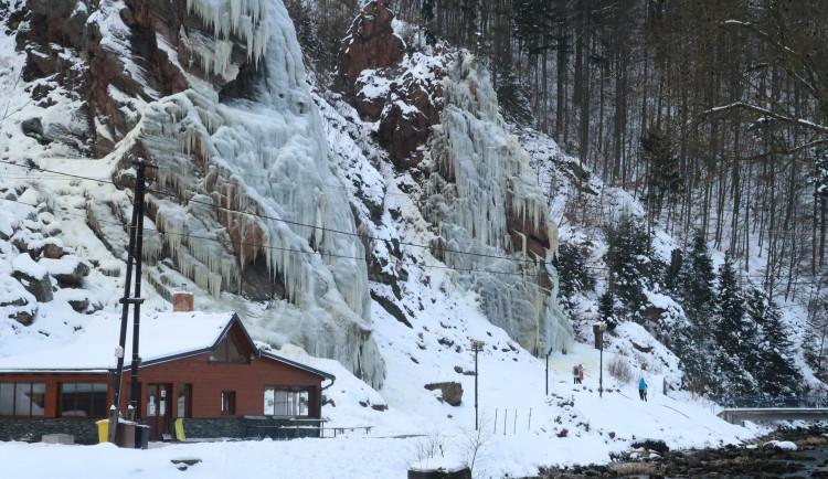 Lezecké stěně ve Víru ublížila obleva, vrstva ledu rychle zmizela. Oteplení ukončilo i bruslení