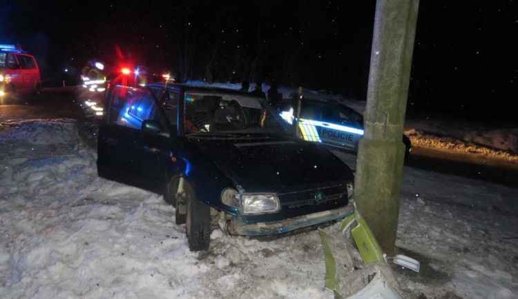Policisté hledají svědky noční zběsilé jízdy řidiče Felicie. Honičku ukončila až nehoda