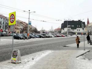 Aut v Jihlavě je o tři tisíce víc než parkovacích míst. Pomoci má nová parkovací strategie