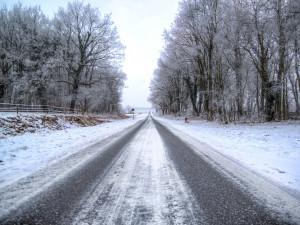 SJÍZDNOST: Řidiči na Vysočině musí být opatrní. Pozor na mrznoucí mlhy a ledovku