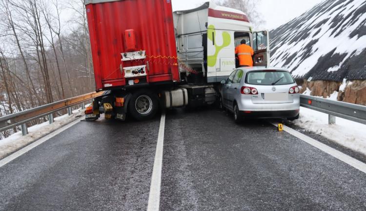 Ledovka na Vysočině: Některé tahy zůstaly zcela nesjízdné, policie eviduje přes 20 nehod