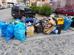Co Jihlavany nejvíc trápí? Hlavně přeplněné kontejnery v centru, které plní podnikatelé