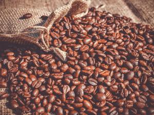 Žena v podmínce ukradla v jihlavském obchodě kávu. Hrozí jí až 8 let ve vězení