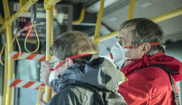 Jihlavský dopravní podnik zajistí zaměstnancům respirátory. Cestující bude namátkově kontrolovat policie