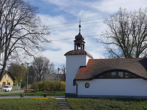 Lidé z Věžnic si zvykají, že běžně nemohou do sousední Polné. Jak je to ve Vysoké Lhotě se 14 obyvateli?